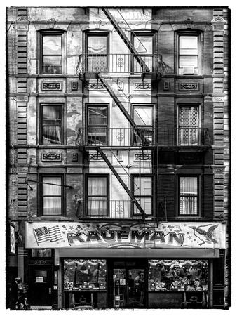 https://imgc.allpostersimages.com/img/posters/old-building-facade-in-the-colors-of-the-american-flag-in-times-square-manhattan-nyc_u-L-PZ58YG0.jpg?p=0