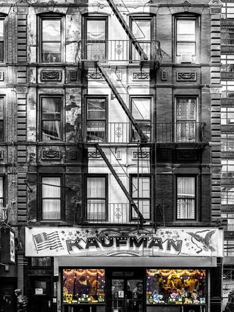 https://imgc.allpostersimages.com/img/posters/old-building-facade-in-the-colors-of-the-american-flag-in-times-square-manhattan-nyc_u-L-PZ592G0.jpg?p=0