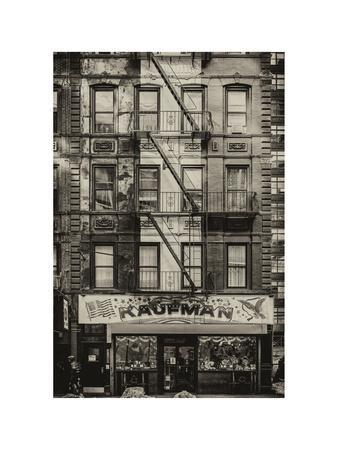 https://imgc.allpostersimages.com/img/posters/old-building-facade-in-the-colors-of-the-american-flag-in-times-square-manhattan-nyc_u-L-PZ593M0.jpg?p=0