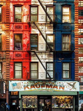 https://imgc.allpostersimages.com/img/posters/old-building-facade-in-the-colors-of-the-american-flag-in-times-square-manhattan-nyc_u-L-PZ59570.jpg?p=0