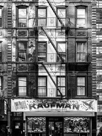 https://imgc.allpostersimages.com/img/posters/old-building-facade-in-the-colors-of-the-american-flag-in-times-square-manhattan-nyc_u-L-PZ59C00.jpg?p=0