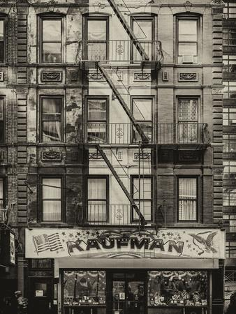 https://imgc.allpostersimages.com/img/posters/old-building-facade-in-the-colors-of-the-american-flag-in-times-square-manhattan-nyc_u-L-PZ59CE0.jpg?p=0