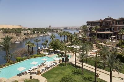 https://imgc.allpostersimages.com/img/posters/old-cataract-hotel-on-the-nile-river-aswan-egypt-north-africa-africa_u-L-PWFMCU0.jpg?artPerspective=n
