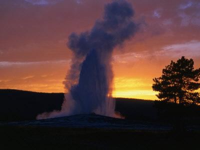 https://imgc.allpostersimages.com/img/posters/old-faithful-geyser-at-sunset-yellowstone-national-park-usa_u-L-P3SDU50.jpg?p=0