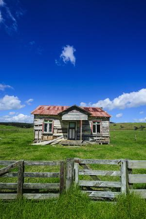 https://imgc.allpostersimages.com/img/posters/old-farming-cottage-west-coast-northland-north-island-new-zealand-pacific_u-L-PQ8M4Z0.jpg?p=0