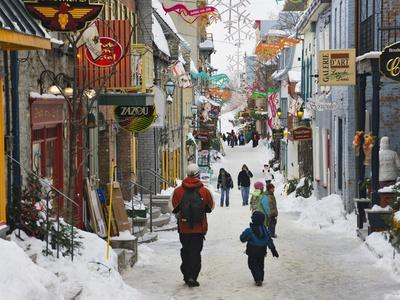 https://imgc.allpostersimages.com/img/posters/old-houses-along-the-street-quebec-city-canada_u-L-PHAEW60.jpg?artPerspective=n