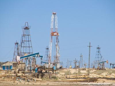 https://imgc.allpostersimages.com/img/posters/old-oil-rigs-at-the-abseron-peninsula-near-baku-azerbaijan-central-asia-asia_u-L-PFK67W0.jpg?p=0