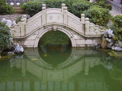 https://imgc.allpostersimages.com/img/posters/old-stone-bridge-in-shantang-street-old-town-of-suzhou-jiangsu-china_u-L-PHAMXH0.jpg?p=0