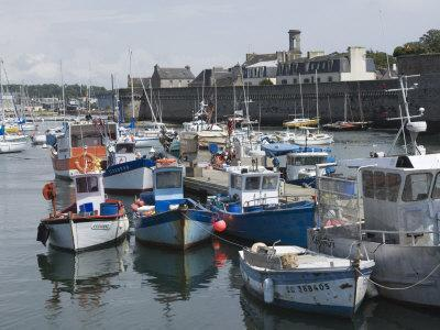 https://imgc.allpostersimages.com/img/posters/old-walled-town-of-concarneau-from-the-fishing-harbour-southern-finistere-brittany-france_u-L-P7NWDC0.jpg?p=0