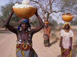 Women Returning with Water from Well, Niger by Oliver Strewe