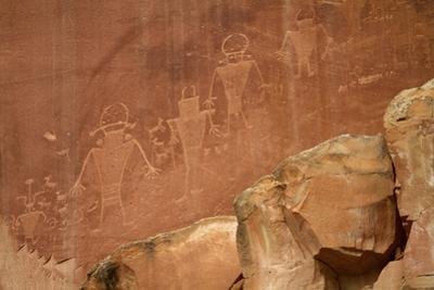 Oldest Pueblos and Navajos Tracks of Art on the Cliffs of Monument Valley