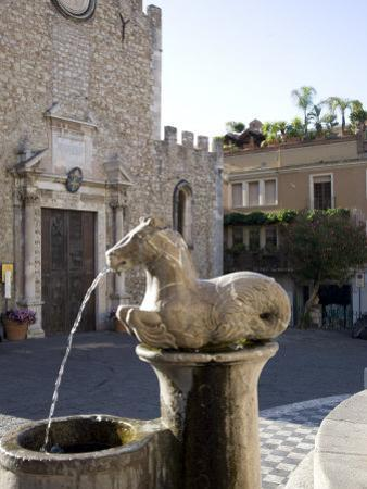 Horse Fountain and the Cathedral of St. Nicola, Cathedral Square, Taormina, Sicily, Italy, Europe