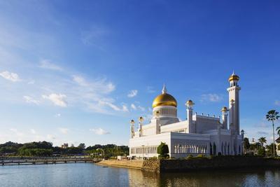 https://imgc.allpostersimages.com/img/posters/omar-ali-saifuddien-mosque-bandar-seri-begawan-brunei-borneo-southeast-asia_u-L-PQ8PVB0.jpg?p=0