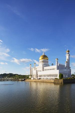 https://imgc.allpostersimages.com/img/posters/omar-ali-saifuddien-mosque-bandar-seri-begawan-brunei-borneo-southeast-asia_u-L-PQ8PVN0.jpg?p=0