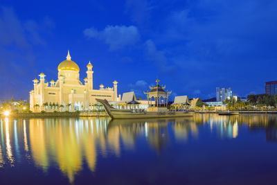 https://imgc.allpostersimages.com/img/posters/omar-ali-saifuddien-mosque-bandar-seri-begawan-brunei-borneo-southeast-asia_u-L-PQ8PVZ0.jpg?p=0