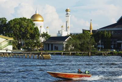 https://imgc.allpostersimages.com/img/posters/omar-ali-saifuddien-mosque-bandar-seri-begawan-brunei-borneo-southeast-asia_u-L-PQ8R6N0.jpg?p=0
