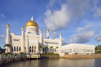https://imgc.allpostersimages.com/img/posters/omar-ali-saifuddien-mosque-bandar-seri-begawan-brunei-borneo-southeast-asia_u-L-PQ8R8Z0.jpg?p=0