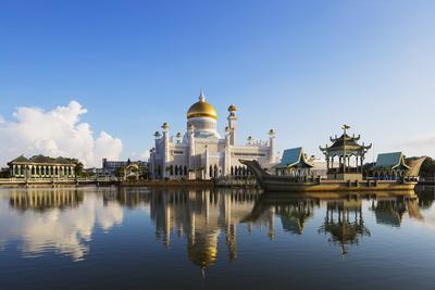 https://imgc.allpostersimages.com/img/posters/omar-ali-saifuddien-mosque-bandar-seri-begawan-brunei-borneo-southeast-asia_u-L-PXXEXF0.jpg?artPerspective=n