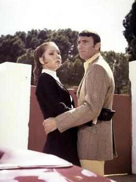 ON HER MAJESTY'S SECRET SERVICE, 1969 directed by PETER HUNT Diana Rigg / George Lazenby (photo)