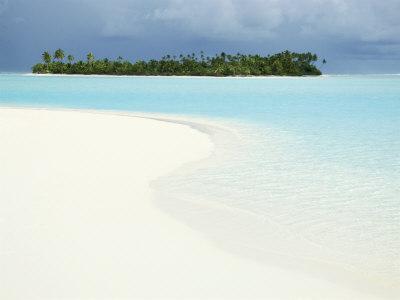 https://imgc.allpostersimages.com/img/posters/one-foot-island-paradise-beach-aitutaki-cook-islands-south-pacific_u-L-P1TQ400.jpg?p=0