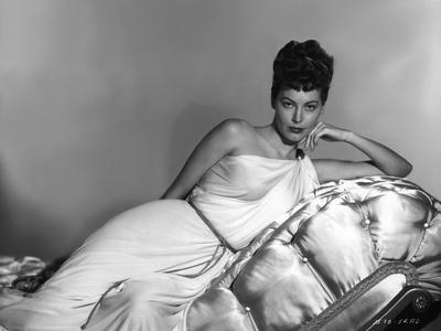 https://imgc.allpostersimages.com/img/posters/one-touch-of-venus-1948-directed-by-william-a-seiter-ava-gardner-b-w-photo_u-L-Q1C18CI0.jpg?artPerspective=n