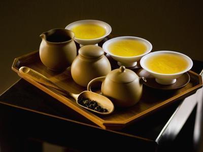 https://imgc.allpostersimages.com/img/posters/oolong-tea-served-with-japanese-tea-set_u-L-PZL9870.jpg?artPerspective=n