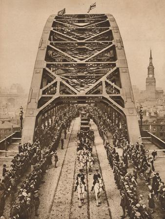 https://imgc.allpostersimages.com/img/posters/opening-of-the-new-tyne-bridge-by-king-george-v-newcastle-upon-tyne-10-october-1928-1935_u-L-Q1EF9TR0.jpg?artPerspective=n