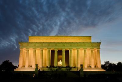 Lincoln Memorial at Night, Washington DC USA by Orhan