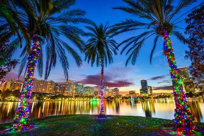 https://imgc.allpostersimages.com/img/posters/orlando-florida-usa-downtown-cityscape-from-eola-lake_u-L-Q105K9N0.jpg?p=0