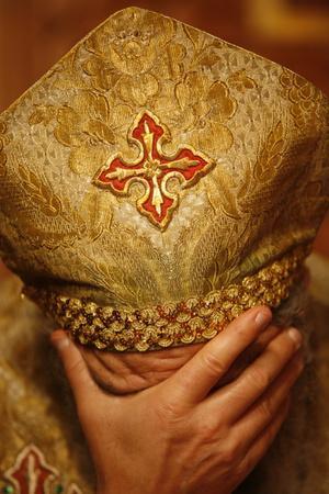 https://imgc.allpostersimages.com/img/posters/orthodox-coptic-priest-praying-chatenay-malabry-hauts-de-sine-france_u-L-Q1GYH1X0.jpg?artPerspective=n