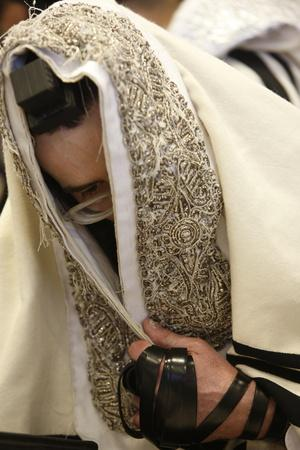 https://imgc.allpostersimages.com/img/posters/orthodox-jew-in-the-belz-synagogue-jerusalem_u-L-Q1GYGEP0.jpg?artPerspective=n