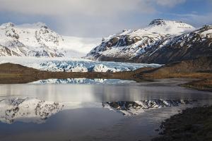 View Of Svinafellsjokull Glacier With Reflections. Vatnajokull National Park. Iceland by Oscar Dominguez