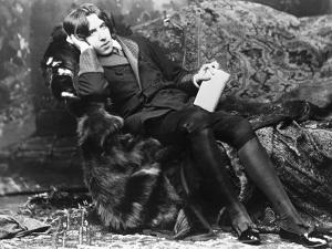Oscar Wilde Lounging