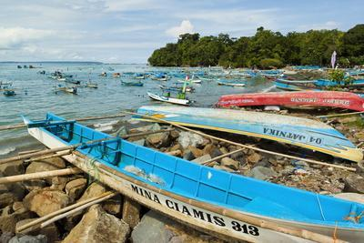 https://imgc.allpostersimages.com/img/posters/outrigger-fishing-boats-on-the-east-side-of-the-isthmus-at-this-south-coast-resort-town_u-L-PQ8T6B0.jpg?p=0