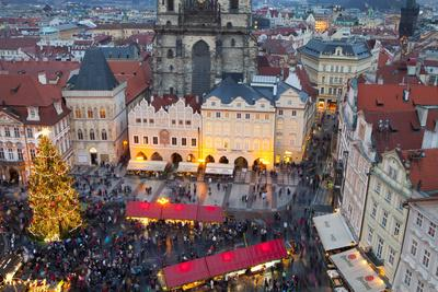 https://imgc.allpostersimages.com/img/posters/overview-of-the-christmas-market-and-the-church-of-our-lady-of-tyn-on-the-old-town-square_u-L-PWFH8D0.jpg?p=0