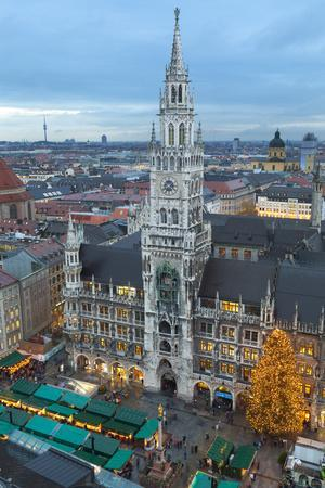 https://imgc.allpostersimages.com/img/posters/overview-of-the-marienplatz-christmas-market-and-the-new-town-hall-munich-bavaria-germany_u-L-PXXRKN0.jpg?p=0