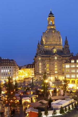https://imgc.allpostersimages.com/img/posters/overview-of-the-new-market-christmas-market-beneath-the-frauenkirche-dresden-saxony-germany_u-L-PWFFTJ0.jpg?p=0