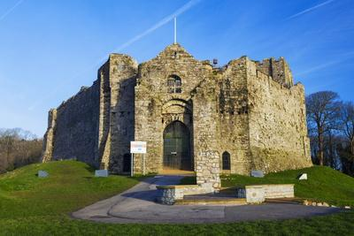 https://imgc.allpostersimages.com/img/posters/oystermouth-castle-mumbles-swansea-wales-united-kingdom-europe_u-L-PQ8NBZ0.jpg?artPerspective=n