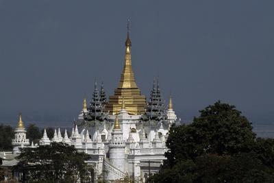 https://imgc.allpostersimages.com/img/posters/pagoda-on-the-hill-sagaing-myanmar_u-L-PPQTJE0.jpg?p=0
