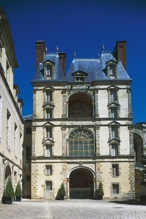 https://imgc.allpostersimages.com/img/posters/palace-of-fontainebleau_u-L-PP9R9N0.jpg?artPerspective=n