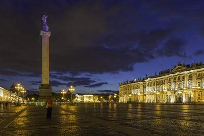 https://imgc.allpostersimages.com/img/posters/palace-square-the-hermitage-winter-palace-st-petersburg-russia_u-L-PWFR9U0.jpg?p=0