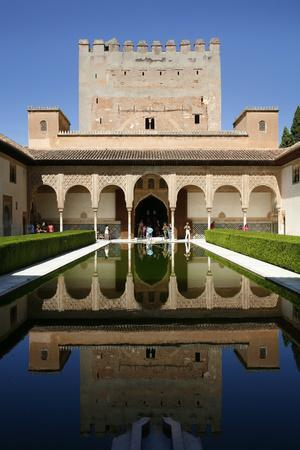 https://imgc.allpostersimages.com/img/posters/palacio-de-comares-one-of-the-three-palaces-that-forms-the-palacio-nazaries-alhambra_u-L-PWFRKO0.jpg?p=0