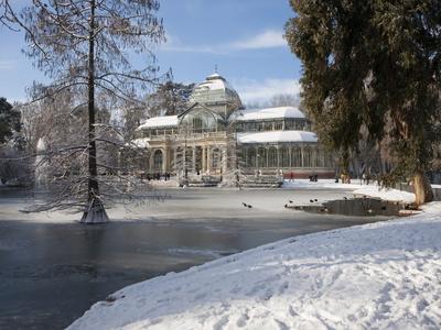 https://imgc.allpostersimages.com/img/posters/palacio-de-cristal-retiro-park-madrid-spain-europe_u-L-PFO2OT0.jpg?artPerspective=n