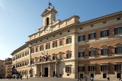 https://imgc.allpostersimages.com/img/posters/palazzo-montecitorio-parliament-building-rome-lazio-italy_u-L-PWFCCQ0.jpg?p=0