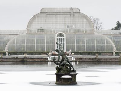 https://imgc.allpostersimages.com/img/posters/palm-house-in-kew-gardens-in-winter_u-L-PWFBII0.jpg?p=0
