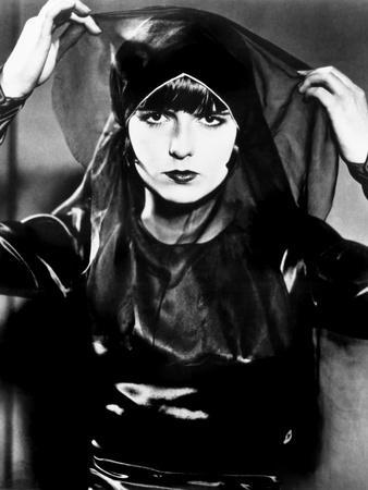 https://imgc.allpostersimages.com/img/posters/pandora-s-box-aka-die-buchse-der-pandora-aka-lulu-louise-brooks-1929_u-L-PH3F0H0.jpg?artPerspective=n