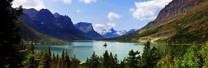 Panoramic View of Saint Mary Lake, West Glacier 'Going to Sun Road', Montana, USA