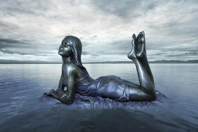 https://imgc.allpostersimages.com/img/posters/pari-darya_u-L-Q1CQKFQ0.jpg?artPerspective=n