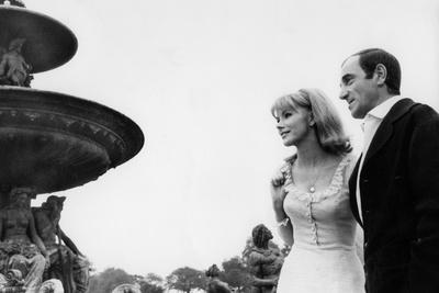 https://imgc.allpostersimages.com/img/posters/paris-au-mois-d-aout-by-pierre-granier-deferre-with-charles-aznavour-and-susan-hampshire-en-1966_u-L-Q1C31Y30.jpg?artPerspective=n