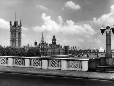 https://imgc.allpostersimages.com/img/posters/parliament-buildings_u-L-Q107JNE0.jpg?artPerspective=n